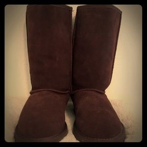 Brown suede Ugg's New